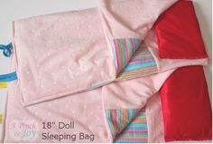 With Valentine's Day and birthdays this month, I am still in doll mode. All three dolls need sleeping bags. Well– more like I bought a new sewing machine and needed to do some straight st… American Girl Outfits, Ropa American Girl, American Girl Crafts, American Doll Clothes, Sewing Doll Clothes, Sewing Dolls, Girl Doll Clothes, Doll Clothes Patterns, Doll Patterns