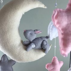 **my current processing time is roughly 3 weeks ** Handmade baby mobile. Clouds, moon, bunny and stars are all hand sewn with eco friendly felt. Mobile hanger is also handmade and metal eye hooks are used to hang the felt plush accents all strung on white cord. Glass beads are strung between clouds and stars and can also be made without.I am always willing to do custom orders if you require a different colour scheme,dimension, or if you would like me to make a different animal I can create a…