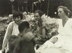 Peggy Guggenheim, Kiki, Aragon et Clothilde by Man Ray, 1923.