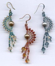 Try this quick beadweaving project at home! The result is a pretty, elegant earring. You will utilize right-angle weave, peyote stitch, and fringe techniques. INSTRUCTIONS ONLY - No beads included. Skill Level: Easy-Intermediate (its helpful to have some beadweaving experience,