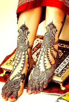 Explore latest Mehndi Designs images in 2019 on Happy Shappy. Mehendi design is also known as the heena design or henna patterns worldwide. We are here with the best mehndi designs images from worldwide. Leg Mehndi, Legs Mehndi Design, Mehndi Design Images, Henna Mehndi, Arabic Mehndi, Mehndi Art, Latest Bridal Mehndi Designs, Unique Mehndi Designs, Best Mehndi Designs