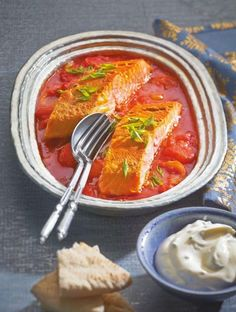 Noch so ein Traumpaar: Lachs und Tomaten, hier mal mit indischen Aromen beglückt.