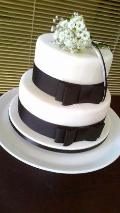 Bolo casamento preto e branco