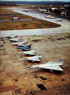 """De l' """"Ouragan"""" au """"Mirage IV"""" via """"Mystère IV A"""", """"Super-Mystère B2"""", """"Etendard IV M"""", """"Mirage III E"""", """"Mirage III R""""."""