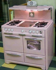 Retro home decor - Easy but Ingenious retro decor suggestions. diy retro home decor vintage kitchen ideas posted on this day For more fantabulous examples push the link to peruse the article idea 4004144001 now Casa Retro, Retro Home, Vintage Pink, Vintage Decor, Vintage Stuff, Vintage Furniture, Modern Furniture, Furniture Design, Pink Furniture