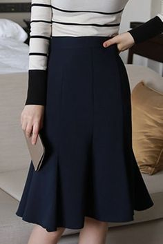 Best skirt mini outfit casual black 59 ideas Best Picture For Bottoms wallpaper For Your Tast Office Outfits, Casual Outfits, Modest Fashion, Fashion Dresses, Mode Wax, Pencil Skirt Outfits, Pencil Skirts, Skirt Mini, African Fashion Designers