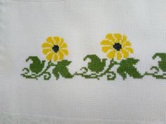 This Pin was discovered by Rem Beaded Embroidery, Embroidery Stitches, Hand Embroidery, Cross Stitch Heart, Cross Stitch Flowers, Cross Stitch Designs, Cross Stitch Patterns, Free To Use Images, Crochet Flower Patterns