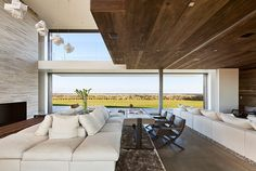 Beautiful interiors at the Sagaponack by Bates Masi Architects