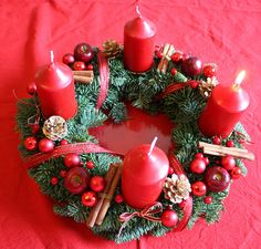 my second homemade Advent wreath – Advent Wreath İdeas. Christmas Planters, Christmas Candles, Rustic Christmas, Christmas Wreaths, Christmas Crafts, Christmas Decorations, Red Advent Wreath, Homemade Advent Wreath, Advent Candles