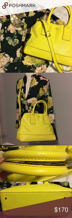 ♠️Kate Spade Bag 😍This bold and beautiful Kate Spade is everything!  You will definitely receive many compliments carrying this bag on your arm.  It is pre-loved and well taken care of.  The lining is intact with no stains and the outside leather is also intact and clean.  There is some signs of wear/discoloration on the shorter handles, only visible up close.  The bottom of the bag shows the most sign of wear--there is some discoloration and small spots noted.  This bag has a removable…