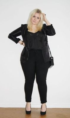 All black outfit. Curvy plus size fashion. Chubby Fashion, Curvy Girl Fashion, Black Women Fashion, Plus Size Fashion, Womens Fashion, Fashion 2015, Fashion Online, Curvy Outfits, Mode Outfits