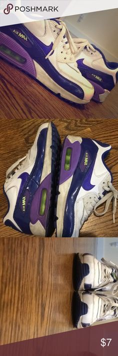 Nike White And Purple Air Max Sneakers White and purple nike Air max sneakers. Good condition. Size 4 in girls. Nike runs large so should fit a size 5 as well. Nike Shoes Sneakers