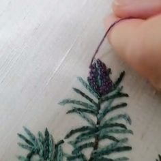 Embroidery Tools, Hand Embroidery Tutorial, Flower Embroidery Designs, Bead Embroidery Jewelry, Embroidery Patterns Free, Hand Embroidery Stitches, Crewel Embroidery, Sewing Art, Sewing Crafts
