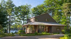 A family turns a cookie-cutter home into a classic New England summer getaway on the water. A lakeside home in Maine should look like it belongs on a lake in Maine. That wasn't the case originally for this home, built in the early 2000s with simple siding and small windows. For a more appropriate look, …