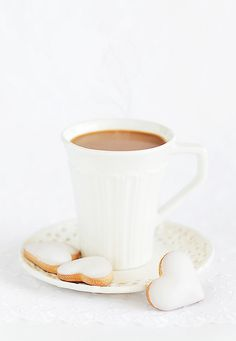 "raspberrytart: "" A cup of hot cocoa and homemade white chocolate frosting cookies (by "" I Love Coffee, My Coffee, Coffee Drinks, Coffee Cups, Coffee Heart, Coffee Break, White Coffee, Coffee Tumbler, Morning Coffee"