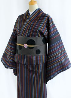 Striped Antique Meisen 銘仙の着物 黒地にスッキリとした縦のストライプ