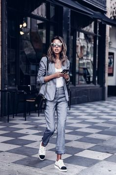 So if you want to wear comfy outfits for work, check out these casual and comfy work outfit inspiration below. 30 Comfy Office Outfits To Wear All Day Long Business Outfit Frau, Business Outfits, Office Outfits, Casual Outfits, Office Wear, Office Outfit Summer, Grey Office, Office Chic, Business Attire