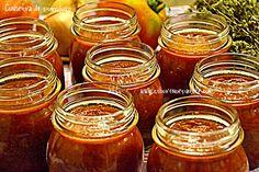 Conserva di pomodoro-Canning tomato sauce