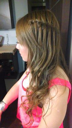 Peinado realizado en Glitter Hair , TRENZA CASCADA , especial para fiestas o matrimonios :) Glitter Hair, Bella, Ideas Para, Hair Beauty, Hair Styles, Waterfall Plait, Hair Stylists, Cornrows, Waterfalls