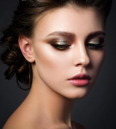 #tominamakeup#makeup#beauty#makeupartist#style#bride#bridalmakeup#wedding#weddingmakeup#eyemakeup#eye#макияж#визаж#визажист#hudabeauty #nophotoshop #smoky#smokyeyes#eyemakeup#blueeyes#strobing#цветноймакияж#цветноймакияжглаз#colorful#colormakeup#beautymakeup @hudabeauty#fashion#pigments  Sweet dreams ph: @liudmiladutko; model @dashamahankova. Our work with @makeup_for_you.de