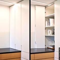 siggst, das ist eine Küche nach Maß. Jeder Winkel ausgenützt und bringt nützlichen Stauraum. #siggst #TischlereiSigg #MöbelNachMass #TischlereiAusHörbranz #MitLeidenschaft #AusTradition #InMaßarbeit #Küche #Eiche #Stein #Weiß #Eckschrank #Ecklösung #Falttüre Divider, Room, Furniture, Home Decor, Wood Windows, Carpentry, Stone, Closet Storage, House