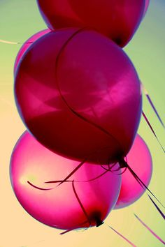 pink balloons - Pretty and Girly* Pinned by van Xo Bubble Balloons, Pink Balloons, Bubbles, Balloons Galore, Birthday Balloons, Valentines Balloons, Couleur Fuchsia, Magenta, Purple
