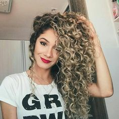 90 easy hairstyles for naturally curly hair - Hairstyles Trends Curly Hair Cuts, Long Curly Hair, Curly Girl, Big Hair, Curly Hair Styles, Natural Hair Styles, Peinado Updo, Gypsy Hair, Green Hair
