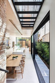 Manly heritage semi cottage renovation, with stunning modern architect design addition. Narrow House Designs, Small House Design, Contemporary Architecture, Interior Architecture, Architect House, Deco Design, Interiores Design, Home Interior Design, Exterior Design