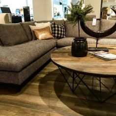 Rustikk høst-styling på @bohusstrommen i dag #mittbohushjem #THECA #frisco #sofa #nordiskdesign #nordiskehjem #danskdesign #takkformeg #nyhet Sofa Seats, Couch, Sweet Home, Decor Ideas, Gift, Furniture, Home Decor, Settee, Decoration Home