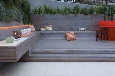 Built-in low seated areas, easy to construct in decking and contemporary in apperance