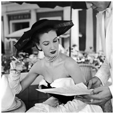Model in elegant dinner:cocktail dress and hat by Jacques Heim, photo by Willy Maywald, 1952 Jacques Fath, Christian Dior, Vintage Mode, Vintage Hats, Vintage Makeup, Dress Vintage, Vintage Style, Vintage Ladies, Retro Vintage
