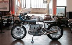 1985 BMW R80RT Cafe Racer Martini Style #motorcycles #caferacer #motos | caferacerpasion.com