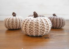 Crochet pattern for pumpkins that actually look knit!