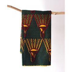 Tissu en coton à ampoules jaune et rouge sur fond vert.  Découvrez notre gamme de tissus wax africain 100% coton en largeur 120cm à 7,50€ le mètre. Ces tissus sont disponibles au magasin de Bruxelles et sur notre shop online : http://shop.chienvert.com/fr/694-wax-africain?p=2