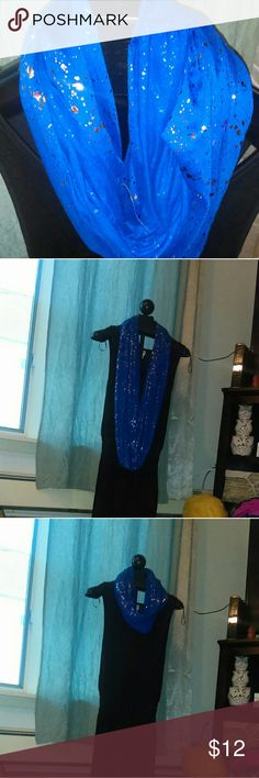 Figure 8 scarf Pretty blue scraf with splashes of silver Accessories Scarves & Wraps