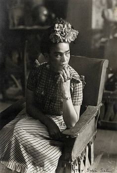 Frida Kahlo was married to another artist named Diego Rivera. Diego Rivera, Frida E Diego, Frida Art, Selma Hayek, Mexican Artists, Black And White Portraits, Rembrandt, Famous Artists, Paintings Famous
