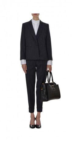 Nadelstreifen-Anzug von der Pariser In-Designerin Tara Jarmon jetzt bei FashionVestis.com erhältlich.