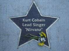 source : http://regards-fr0m-hell.tumblr.com/ Kurt´s memorial