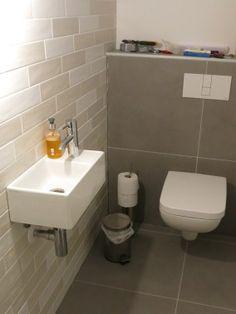 WC Gefliest Und Montiert