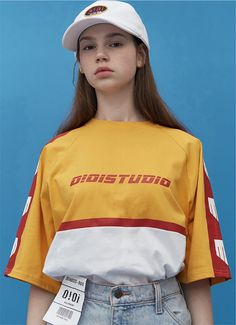 presents their shipping-service-inspired Spring / Summer Capsule Collection. Edgy Teen Fashion, Weird Fashion, Urban Fashion, Fashion Poses, Fashion Outfits, Female Fashion, Fashion Editorials, Fashion Fashion, High Fashion Photography