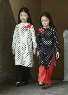 These & chattering up with colourful Tet clothes, Fancy Dress Design, Stylish Dress Designs, Stylish Dresses, Wedding Dresses For Kids, Little Girl Dresses, Girls Dresses, Toddler Fashion, Kids Fashion, Baby Clothes Sizes