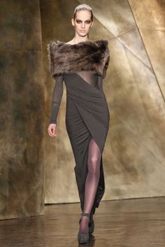 The complete Donna Karan Fall 2013 Ready-to-Wear fashion show now on Vogue Runway. Urban Fashion, Love Fashion, High Fashion, Fashion Show, Fashion Design, Fashion Women, Fashion Outfits, Mode Chic, Mode Style