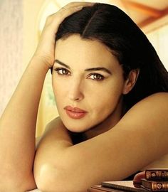 What are the best lipstick colors for olive skin? Celebrities such as Monica Bellucci, Kim Kardashian, Salma Hayek, Selena Gomez, and Aylssa Milano help us identify ideal olive skin lipstick colors.