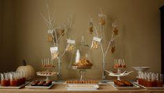 herbst party essen deko zweige plätzchen blattform