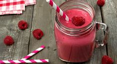 Cool off on a hot summer day the healthy way with this refreshing raspberry and pomegranate smoothie recipe. Smoothie King, Smoothie Bowl, Berry Smoothie Recipe, Smoothie Recipes, Weight Loss Juice, Weight Loss Drinks, Weight Loss Smoothies, Pomegranate Smoothie, Raspberry Smoothie
