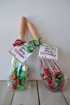 Neighbor Christmas Gifts, Diy Christmas Gifts For Family, Neighbor Gifts, Simple Christmas, Handmade Christmas, Inexpensive Coworker Christmas Gifts, Christmas Presents For Teachers, Holiday Gifts, Office Christmas Gifts