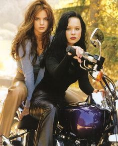 dominiqueswain:  Mena Suvari & Thora Birch