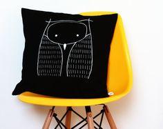 Black pillow cover de la boutique #LesMiniboux sur Etsy 37€ Click to see details and buy
