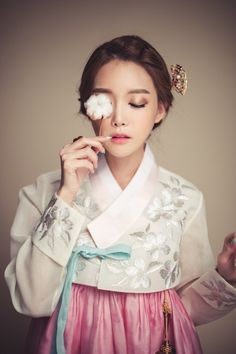 playful but traditional. I love the fabrics and the… Korean Traditional Clothes, Traditional Fashion, Traditional Dresses, Korean Dress, Korean Outfits, Korean Beauty, Asian Beauty, Modern Hanbok, Romantic Updo