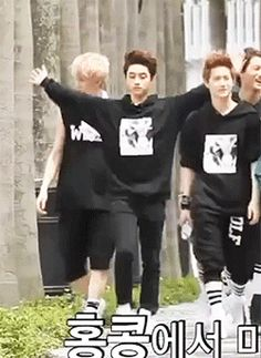 Contemplating whether or not he should put his arm around Kai's shoulder...hehe